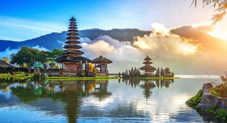 Du lịch Bali - Đền Bedugul hồ Beratan