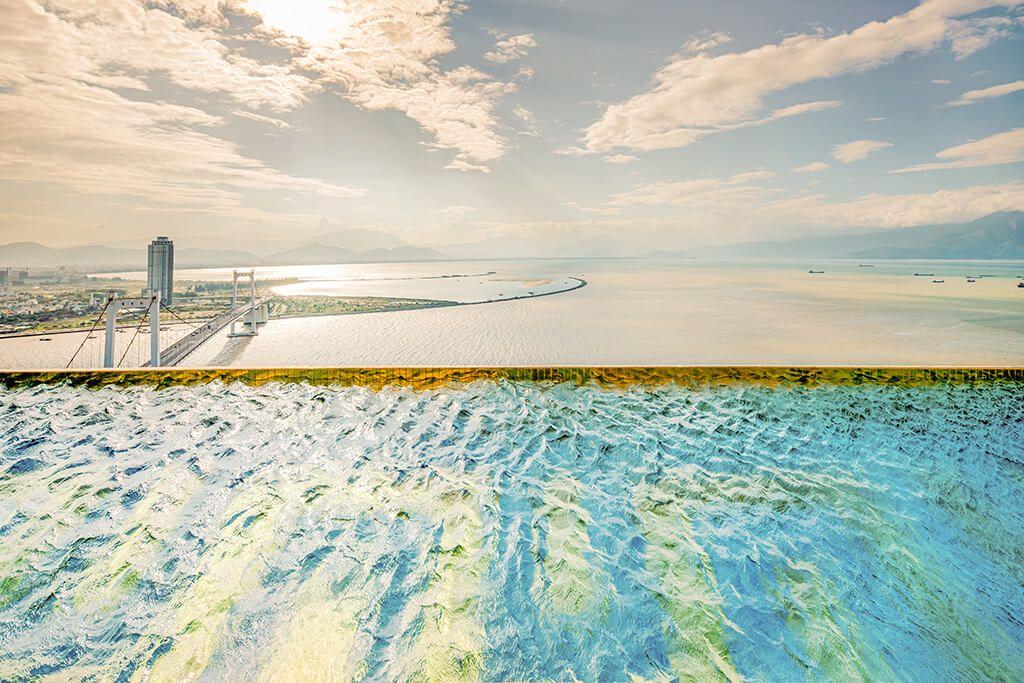 Bể bơi vô cực Đà Nẵng Golden Bay 1