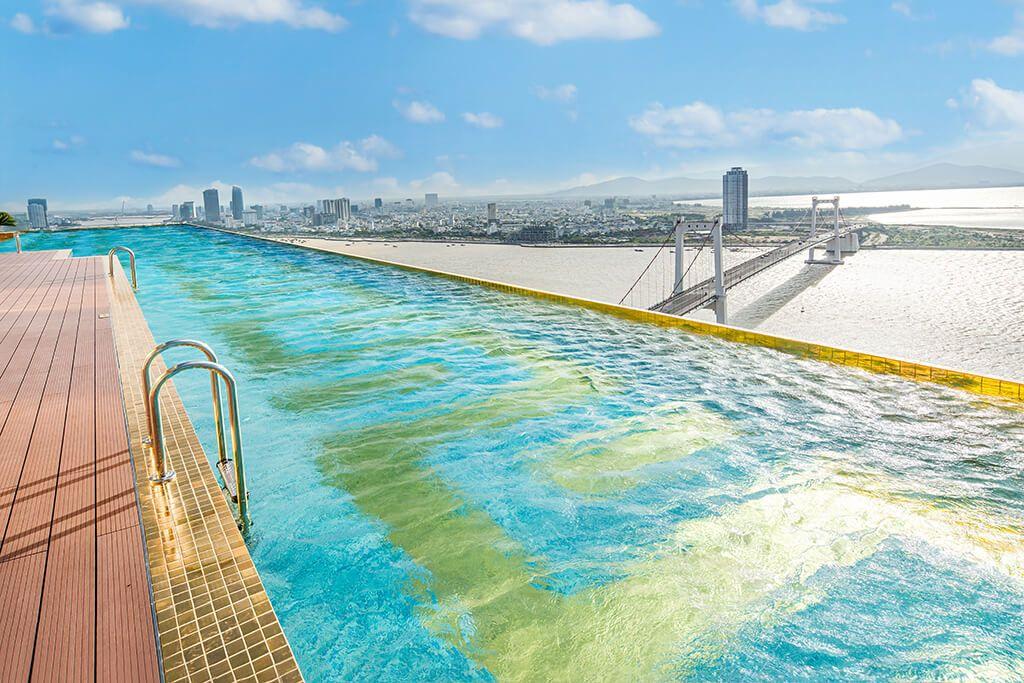 Bể bơi vô cực Đà Nẵng Golden Bay